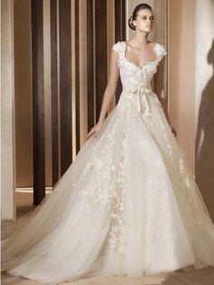 Duchesse Träger Kapelle Tüll Brautmode mit Applikationen
