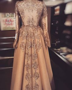 #Esmeralda #arkadetay #sheevaofficial #sheevacouture #sheevabridal #abiye #nişanlık #kina #gelinlik #bridal #weddingdress #fashion… Muslimah Wedding Dress, Muslim Wedding Dresses, Muslim Dress, Event Dresses, Occasion Dresses, Bridal Dresses, Prom Dresses, Modest Fashion, Hijab Fashion