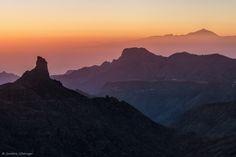 Es fasziniert mich immer wieder, wie schnell sich die Farben um die Sonnenuntergangs- oder Sonnenaufgangszeit ändern können! Dieses Foto entstand rund 20 Minuten nach dem Bild im Beitrag ~ Goldenes Gran Canaria ~, das ich vor ein paar Tagen gezeigt hatte, und es ist eine komplett andere Stimmung. Ich mag diesen Standpunkt sehr, da ich…