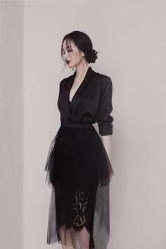 Asian Fashion, Look Fashion, Hijab Fashion, Fashion Dresses, Womens Fashion, Fashion Design, Elegant Dresses, Beautiful Dresses, Classy Outfits