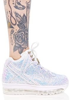 Y.R.U. Qozmo Aiire Glitter Sneakers yer not afraid of the dark, and neither are these sneakz, babe. With light up soles and glitter all over, these hyper cool bbs will own the night.