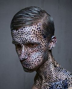 Levi van Veluw´s photo series are self-portraits, drawn and photographed by himself: a one-man-process. Trypophobia, Art Visage, Portraits, Contemporary Sculpture, Pointillism, Weird Pictures, Weird Art, Mug Shots, Face Art