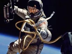 TODAY IN HISTORY: On June Gemini 4 astronaut Ed White becomes the first American to go on a spacewalk. In his right hand, White has a Hand-Held Self-Maneuvering Unit, which he used to control his movements – but he didn't move too far since he's Astronauts In Space, Nasa Astronauts, Apollo 11, Programa Apollo, Project Gemini, Nasa Space Program, Photo Voyage, Apollo Missions, Today In History