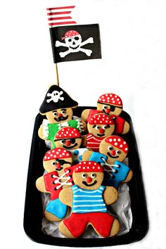 Ahoy Mateys! Celebrate International Talk like a Pirate Day with a swashbuckling cookie crew! Gingerbread Pirate Cookies will thrill pirate fans year round!|themondaybox.com
