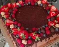 Torta čokoládová s mascarpone - Recept Cheesecake Fat Bombs, Cheesecake Cake, Sweet Desserts, Delicious Desserts, Christmas Cake Designs, Czech Recipes, Oreo Cupcakes, Chocolate Cake, Cake Recipes
