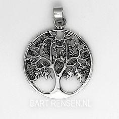 De symboliek van de Levensboom hanger wortelt in de volkscultuur. Wereldwijd hebben bomen daardoor een heilige of rituele betekenis gekregen.