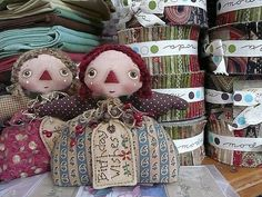 Inspiration at a favourite quilt store Holly Hobbie, Christmas Crafts, Christmas Ornaments, Christmas 2017, Biscuit, Ann Doll, Fabric Dolls, Rag Dolls, Raggedy Ann And Andy