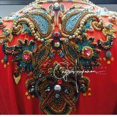 Details on the back ❤️ @signaturebyguennoun #morocco#casablanca#rabat#fes#meknes#marrakech#tetouan#tanger#nador#dubai#abudhabi#kuwait#qatar#doha#uae#jordan#amman#bahrain#muscat#lebanon#oman#beirut#malaysia#indonesia#india#pakistan#caftan#caftaninspiration#followme