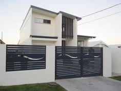 Pictures of Gates by Smart Installations House Fence Design, Exterior Wall Design, Front Gate Design, Modern Fence Design, Duplex House Design, Garage Door Design, Garage Gate, Farm Entrance, Iron Garden Gates