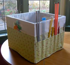Knitting storage: crate cover with pockets tutorial « TeresaDownUnder (at last, something to cover all those stolen milk crates! Fabric Crafts, Sewing Crafts, Sewing Projects, Craft Projects, Knitting Projects, Yarn Crafts, Project Ideas, Sewing Hacks, Sewing Tutorials