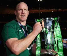 Paul O'Connell lifts the 2014 Six Nations trophy Rugby League, Rugby Players, Six Nations Rugby, Ireland Rugby, International Rugby, Irish Rugby, Being Good, Victorious, Champion