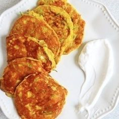 These golden wonders have a soft textured middle, a slightly crisp outside and are flavoured with hints of turmeric and coconut; without being overwhelmingly like a plate of curry first thing in the morning! They are full of green goodness and healthy fats, are completely paleo and Whole30 approved, and will only take you about 10 minutes to knock up. Do I need to say anymore?