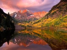 Maroon Bells at sunrise, Aspen Colorado