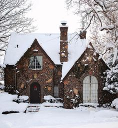 124 days until christmas eve 🎄🥰 Cozy Cottage, Cottage Homes, Cute House, House Goals, Architecture, Ideal Home, My Dream Home, Curb Appeal, Exterior Design