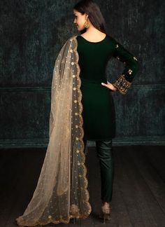 Emerald Green Velvet Straight Suit features a velvet kameez with santoon inner, lycra bottom and embroidered net dupatta. Embroidery work is completed with zari and stone work embellishments. Indian Suits, Indian Attire, Indian Wear, Punjabi Suits, Salwar Suits, Desi Clothes, Indian Clothes, Velvet Shawl, Indian Look
