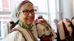 – Bunadskunnskap bør inn i skulen Folk Costume, Costumes, Norway, Fashion, Hipster Stuff, Culture, Moda, Dress Up Clothes, Fashion Styles
