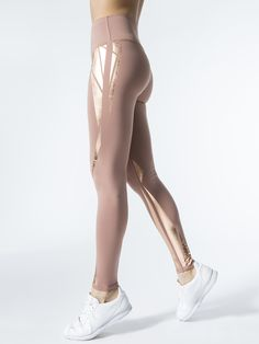 High-waist Airbrush Leggings in Rosewater/rosegold Facet by Alo Yoga from Yoga Fashion, Sport Fashion, Fitness Fashion, Workout Attire, Workout Wear, Workout Outfits, Leggings Fashion, Women's Leggings, Printed Leggings