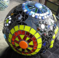 Bowling Ball Art- I am definitely doing this for the yard.