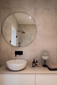 Keltainen talo rannalla: Trendikästä ilmettä Mirror, Bathroom, Furniture, Home Decor, Washroom, Decoration Home, Room Decor, Mirrors, Full Bath