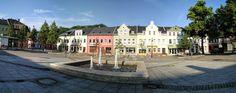 #Panoramabild mit Brunnen und Geschäften am Neumarkt #Auerbach #Vogtland #Sachsen