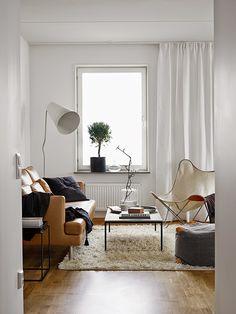 Een neutraal kleurenpalet siert dit Zweedse appartement - Roomed | roomed.nl