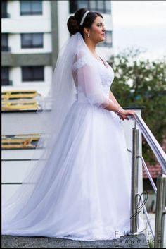 Vestido branco, usado somente uma vez, no meu casamento 19/12/2015, feito sob medida com aplicações em renda francesa, mangas e costas em illusion.