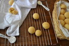 The Recipe Suitcase: Savoury Wednesday: Pão de queijo - Brasilianische Käsebrötchen