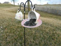 Ideas bird bath ideas front yards tea cups for 2019 Funny Bird Pictures, Diy Bird Bath, Teacup Candles, Diy Bird Feeder, Bird Cages, Glass Birds, Glass Flowers, Outdoor Projects, Outdoor Crafts