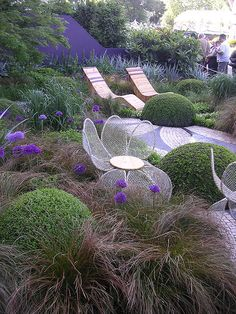 Kelly Teske Goldsworthy Teske Goldsworthy Lansford: Look at the chairs! Chelsea Flower Show Chelsea Garden, Garden Design, Love Garden, Outdoor, Landscape Design, Gorgeous Gardens, Garden Show, Modern Garden, Chelsea Flower Show