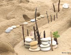 Go outdoors & make some land art! (from @Rashmie Jaaju's site Mommy Labs)