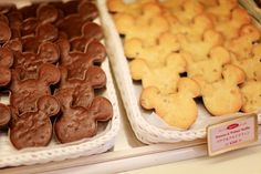 Tokyo Disneyland ~ The Cherry Blossom Girl Mickey Mouse Cookies, Minnie Mouse, Comida Disney, Disney Food, Tokyo Disneyland, Disney Pics, Walt Disney, Cherry Blossom Girl, Food Cravings