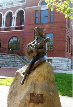 Statue of Dolly Parton @ Sevier Co. Courthouse, Sevierville, Tn by local artist Jim Gray