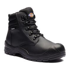Παπούτσια Ασφαλείας – Ανδρικά - Γυναικεία, παπούτσια Ανατομικά, Αδιάβροχα, Αντιολισθητικά, Αντιστατικά, με ασφάλεια πέλματος και δακτύλων (S1P, S3, S3SRC) και ακόμα μεγαλύτερη ποικιλία σε παπούτσια αθλητικά με ασφάλεια, καθώς επίσης και παπούτσια ελαφριά εργασίας σε μοναδικές τιμές μόνο στην Pegasosafety Θεσσαλονίκη.Τα Άρβυλα Εργασίας Trenton FA9007 Dickies είναι ένα μοντέλο του 2017. Περιέχουν ατσάλινο περίβλημα στα δάχτυλα και σε ολόκληρο το πέλμα κάτω από τα πόδια για μια ολοκληρωμένη…