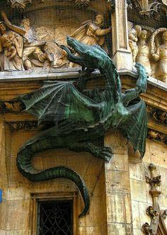 Statua Drago Verde .....  Municipio Monaco di Baviera, Germania