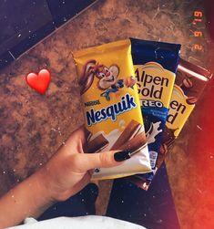 Milka Chocolate, Love Chocolate, Chocolate Tumblr, Sleepover Food, Delicious Desserts, Yummy Food, Snap Food, Food Snapchat, Snack Recipes