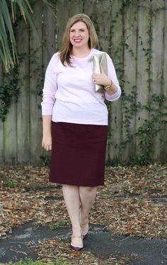Garnet pencil skirt, light pink sweater and vintage-inspired heels Office Wear Plus Size, Church Office, Dressy Skirts, Professional Dresses, Plus Size Skirts, Wedding Wear, Pink Sweater, Looking For Women, Garnet