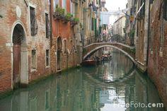 Google Image Result for http://www.freefoto.com/images/1550/03/1550_03_7---A-small-canal-in-Venice--Italy-Rio--Venezia-Italia_web.jpg
