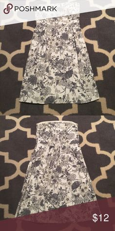 Old Navy Strapless Dress Size 6 Excellent condition. Two pleats on front to give it shaping. Easy to dress up with heels or down with a jean jacket. White with gray Floral print. Elastic back for perfect fit and grip band in top of bodice to keep it up. Length is 30 inches. Waist measures approximately 14 inches lying flat. I have 2 more like this one listed in different prints. Check out my closet to bundle. Old Navy Dresses Midi