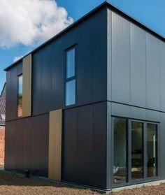 Deze energiezuinige en flexibele nieuwbouwwoning bouwde de bouwheer helemaal zelf • Architect: Katrien Delespaul (compact • modern • gevelplaten • staalskelet)