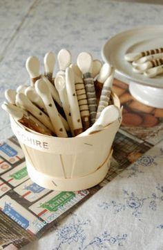 前回はすぐに完売してしまった 前田祥子さんのsaji入荷しました。 Ceramic Pottery, Ceramic Art, Handmade Pottery, Spoons, Arts, Projects To Try, Clay, Patio, Inspirational