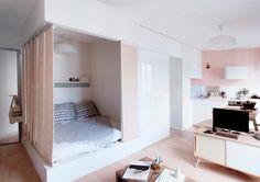 Economie d'espace dans ce studio féminin, un aménagement fonctionnel et un parti prix lumineux côté couleurs. Teintes : Bougie et Blanc ; peinture : Flat Hydro.