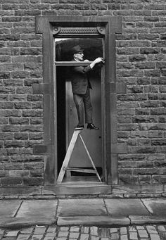 """""""Tom Greenwood, Cleaning"""", 1976 photo by Martin Parr. Exhibit: 'Only in England: Photographs by Tony Ray-Jones and Martin Parr'. Martin Parr, Magnum Photos, Vintage Photography, Street Photography, Art Photography, Framing Photography, Contemporary Photography, Landscape Photography, Fashion Photography"""