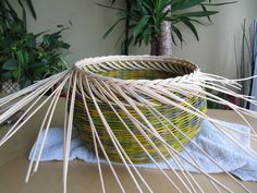 16) Zavírka Farah1 - Pedig a košíky Basket Weaving Patterns, Paper Basket, Garden Tools, Projects To Try, Crochet Tablecloth, Towels, Hampers, Wicker, Bricolage