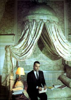 Karl Lagerfeld at home by David Bailey, Vogue UK, 1984 Karl Lagerfeld, Gentlemans Quarters, French Courtyard, Bed Crown, Beautiful Interiors, French Interiors, Grand Art, David Bailey, Antique Beds