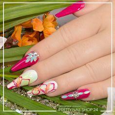 """#trendstyle #trends #nails #tropical Wer denkt bei diesen Nägeln nicht gleich an Sonne und tropischen Regenwald? Kräftige Farben und glänzende Tools verkörpern exotische Blüten und Regentropfen. Wie Ihr Euch diesen Look in """"tropical"""" auf die Fingerspitzen zaubert, zeigen wir hier: https://www.prettynailshop24.de/shop/trendstyle/article/show/2017/july/217_tropical.html?utm_source=pinterest&utm_medium=referrer&utm_campaign=pi_trendstyle0717"""