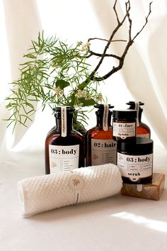 Guest Toiletries: Free Printable Labels - print and apply to apothecary jars.