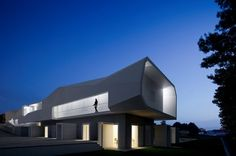 For the love of art, can somebody give Alvaro Leite Siza Vieira the Pritzker Prize! Leite is the son of famed Portuguese architect Alvaro Siza who started giving the world the gift of his architecture in Interior Architecture, Interior Design, Source Of Inspiration, Mansions, House Styles, Places, Dream Houses, Portugal, Homes