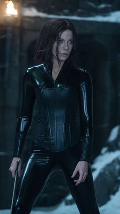 I cannot get enough of Kate Beckinsale in the Underworld movies, so amazing! Underworld Selene, Underworld Movies, Underworld Kate Beckinsale, English Actresses, Actors & Actresses, Leder Outfits, Elegantes Outfit, Cosplay, Celebs