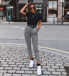Karierte Hose / Skinny Pants / Weiß All Star / Day Look / Street Style / . - Karierte Hose / Skinny Pants / Weiß All Star / Day Look / Street Style / … Quelle von peanutgirl - Teen Fashion Outfits, Mode Outfits, Look Fashion, Womens Fashion, Fashion Trends, Fashion Ideas, Skinny Fashion, Plaid Fashion, Classic Fashion