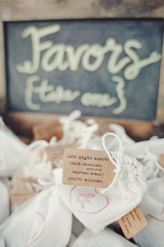 Midnight snack wedding favors,homemade wedding favours ideas